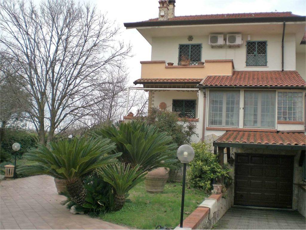 Doganella di Ninfa, splendida villa bifamiliare